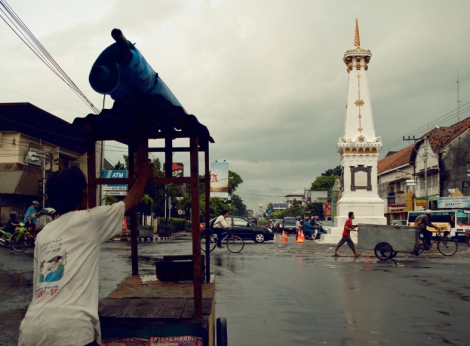 tugu-rigt-in-the-middle-of-yogyakarta-city